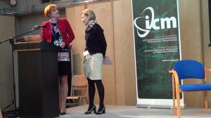 dr Justyna Jasiewicz,  Monika Pieniek Cyfrowe wyzwania. Kompetencje Polaków w obliczu rozwoju nowych technologii fot. ŚWIECZAK