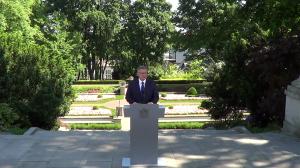 Briefing prezydenta w ogrodach Pałacu Prezydenckiego  Prezydent RP Bronisław Komorowski fot..ŚWIECZAK