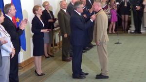 Bogusław LINDA Prezydent wręczył odznaczenia państwowe zasłużonym twórcom kultury fot.ŚWIECZAK