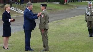 mjr Cezary SPYCHAŁA  Odznaczenia dla żołnierzy zawodowych i pracowników wojska fot. ŚWIECZAK