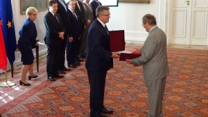 Wręczenie aktu nadania obywatelstwa prof. Normanowi Daviesowi fot.ŚWIECZAK