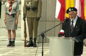 Uroczystości przed pomnikiem Polskiego Państwa Podziemnego i Armii Krajowej fot. ŚWIECZAK