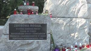 """Uroczystości przy pomniku """"Polegli-Niepokonani"""" na Cmentarzu Powstańców Warszawy na Woli  fot. ŚWIECZAK"""