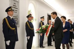 Marszałek Sejmu Radosław Sikorski oddał hołd zmarłym parlamentarzystom  sejm.gov.pl/Rafał Zambrzycki