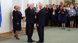 Roman Rewald Odznaczenia za wspieranie polskiej transformacji fot. ŚWIECZAK