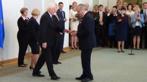 Piotr Freyberg Odznaczenia za wspieranie polskiej transformacji fot. ŚWIECZAK