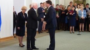 John Paul Lynch Odznaczenia za wspieranie polskiej transformacji fot. ŚWIECZAK