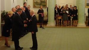 Prezydent RP Bronisław Komorowski i Minister Spraw Zagranicznych Grzegorz Schetyna wręczyli odznaczenia z okazji Dnia Służby Zagranicznej  fot. ŚWIECZAK