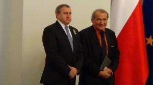 Ambasador Ukrainy w Polsce Doradca Prezydenta RP Henryk Wujec  Odznaczenia dla wspierających przemiany na Ukrainie fot.  ŚWIECZAK
