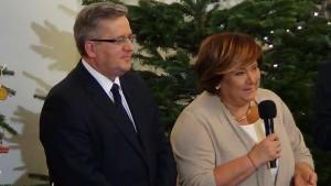 Prezydent RP Bronisław Komorowski z Małżonką  Świąteczne spotkanie Pary Prezydenckiej z dziećmi fot. ŚWIECZAK