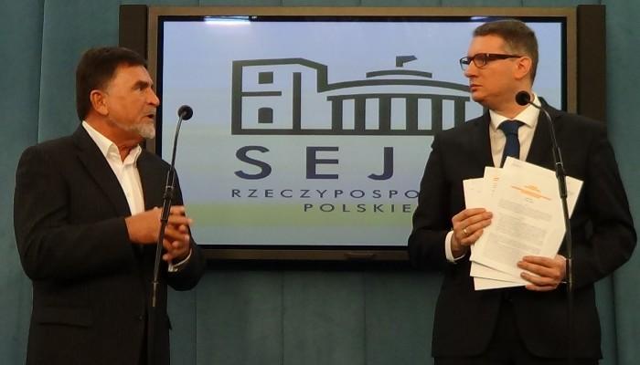Konferencja prasowa - Przemysław Wipler (poseł niez.), Stanisław Kujawa, właściciel firmy Nexa fot. ŚWIECZAK