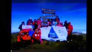 """""""Parlament na szczyt dla dzieci""""-charytatywna wyprawa na szczyt Kilimandżaro fot. ŚWIECZAK"""