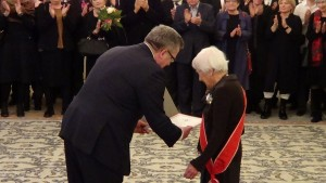 Danuta Szaflarska odznaczona Orderem Odrodzenia Polski przez Prezydenta Bronisława Komorowskiego w 100-rocznicę urodzin fot. ŚWIECZAK