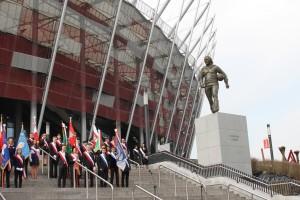 Pomnik Kazimierza Górskiego odsłonięty przed Stadionem Narodowym