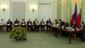 """Forum Debaty Publicznej """"Dokąd zmierzają polskie miasta - jak wykorzystały 25 lat samorządności? Projekt Pracownia miast 2014-2015 fot.ŚWIECZAK"""
