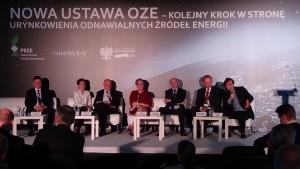 """SESJA I:  WPŁYW USTAWY OZE NA KRAJOWY RYNEK ENERGII ELEKTRYCZNEJ Konferencja """"Nowa ustawa OZE – kolejny krok w kierunku urynkowienia odnawialnych źródeł energii fot. ŚWIECZAK"""