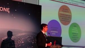 """Marek Kośnik, Bain & Company     Konferencja """"Nowa ustawa OZE – kolejny krok w kierunku urynkowienia odnawialnych źródeł energii fot. ŚWIECZAK"""