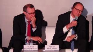 """Ulrich Benterbusch  Dyrektor Globalnego Dialogu Energii Roger Kohlmann  Członek Zarządu BDEW Konferencja """"Nowa ustawa OZE – kolejny krok w kierunku urynkowienia odnawialnych źródeł energii fot. ŚWIECZAK"""