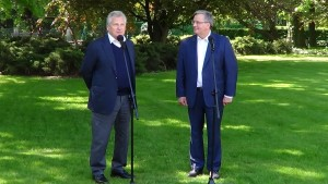 Aleksander Kwaśniewski oficjalnie poparł Bronisława Komorowskiego fot. ŚWIECZAK