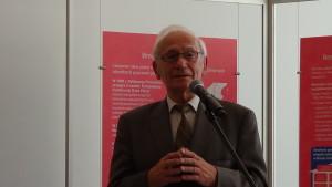 """prof. dr hab. n. med. Zbigniew Wronkowski  Wystawa w Senacie """"Możemy i powinniśmy lepiej leczyć raka piersi"""" fot. ŚWIECZAK"""