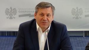 Janusz Piechociński wicepremier, minister gospodarki Wicepremier Piechociński: Branża motoryzacyjna zwiększa nakłady inwestycyjne fot. ŚWIECZAK