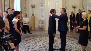 Odznaczenie ambasadora USA Stephena D. Mulla fot. ŚWIECZAK