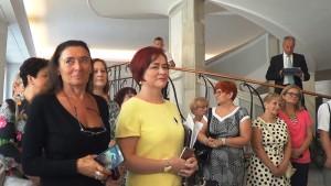 """prof. Alicja Chybicka Wystawa w Senacie """"Możemy i powinniśmy lepiej leczyć raka piersi"""" fot. ŚWIECZAK"""