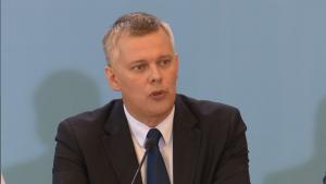 Tomasz Siemoniak Wicepremier, minister obrony narodowej Podwyżki dla policjantów i żołnierzy od 2016 roku fot. ŚWIECZAK