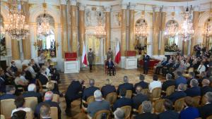 Uroczystość przekazania Prezydentowi RP odznak Orderu Orła Białego i Krzyża Wielkiego Orderu Odrodzenia Polski fot. ŚWIECZAK