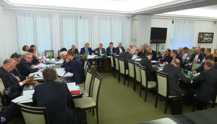 Ustawa o frankowiczach nie ma szans w Senacie? Komisja debatuje i krytykuje. fot. ŚWIECZAK