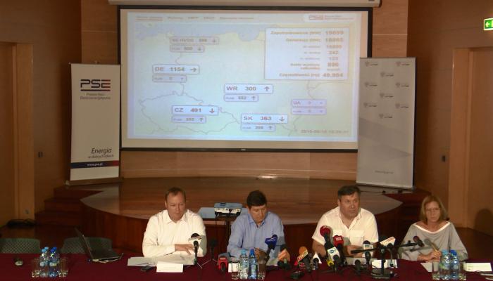 Piechociński, Minister Gospodarki o zapewnieniu bezpiecznych dostaw energii fot. ŚWIECZAK