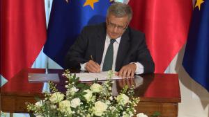 Prezydent Bronisław Komorowski podpisał ustawę o Radzie Dialogu Społecznego fot. ŚWIECZAK