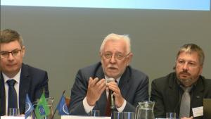 Jerzy Stępień Prezes Fundacji Rozwoju Demokracji Lokalnej 30-lecie Europejskiej Karty Samorządu Lokalnego fot. ŚWIECZAK