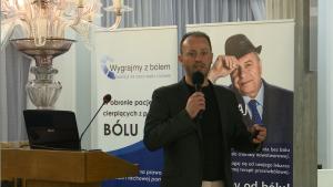 """Szymon Chrostowski – prezes Fundacji Wygrajmy Zdrowie i Koalicji na Rzecz Walki z Bólem """"Wygrajmy z Debata o leczeniu bólu w Polsce fot. ŚWIECZAK"""