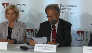 Wojciech Hermeliński sędzia Trybunału Konstytucyjnego, Przewodniczący PKW, Referendum niewiążące! Frekwencja - zaledwie 7,80% fot. ŚWIECZAK