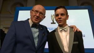 """prof. dr hab. Henryk Skarzyński Olaf Kaca Złoty Laur """"Super Biznesu"""" statuetki rozdane fot. ŚWIECZAK"""