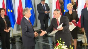 Andrzej Mieczysław Adamczyk Nowi posłowie odebrali zaświadczenia PKW o wyborze fot. ŚWIECZAK