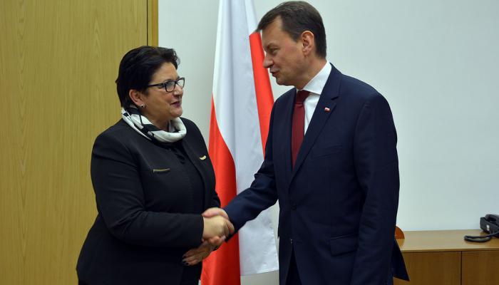 Powitanie ministra Mariusza Błaszczaka przez minister Teresę Piotrowską