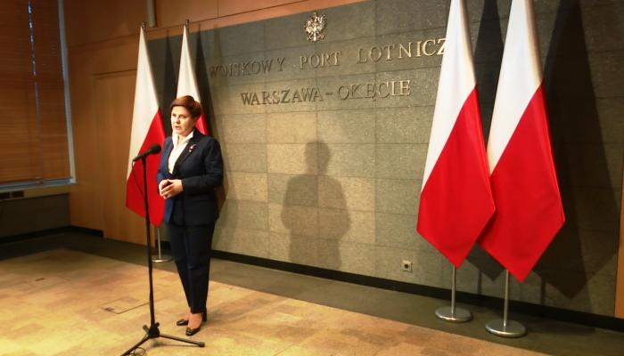 Premier Szydło przed wylotem do Parlamentu Europejskiego fot. ŚWIECZAK
