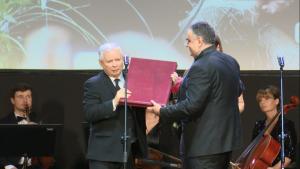 """Kaczyński """"Człowiekiem Roku""""Gazety Polskiej, wyróżnienie dla Prezydenta Dudy i sędziego Bogusława Nizieńskiego fot. ŚWIECZAK"""