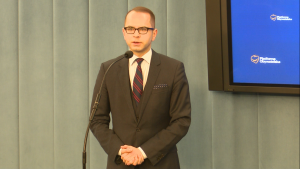 Michał Szczerba Konferencja prasowa PO - 500 złotych na KAŻDE dziecko - prezentacja spotu fot. ŚWIECZAK