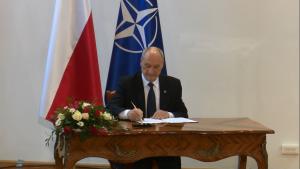 Antoni Macierewicz Minister Obrony Narodowej Macierewicz powołał nową komisję ds. katastrofy smoleńskiej fot. ŚWIECZAK
