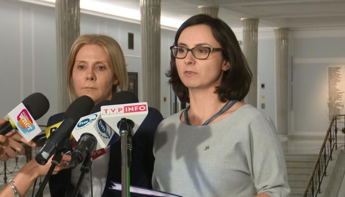 Barbara Dolniak, Kamila Gasiuk-Pihowicz po spotkaniu z członkami Komisji Weneckiej fot. ŚWIECZAK