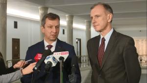 Andrzej Halicki, Bogdan Klich po spotkaniu z członkami Komisji Weneckiej fot. ŚWIECZAK