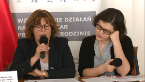 """Konferencja """"Wzmocnienie działań na rzecz ofiar przemocy w rodzinie"""" fot. ŚWIECZAK"""
