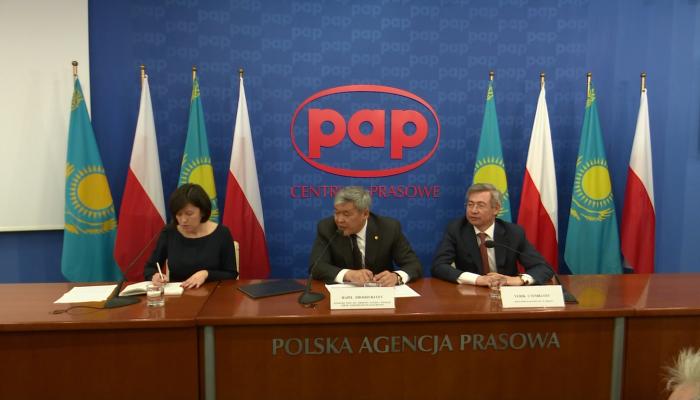 """Konferencja prasowa pt. """"EXPO - 2017: Nowe horyzonty współpracy między Kazachstanem a Polską"""" fot. ŚWIECZAK"""