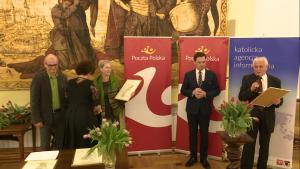 """Alina Petrowa-Wasilewicz laureatką Nagrody Dziennikarskiej """"Ślad"""" im. Biskupa Jana Chrapka fot. ŚWIECZAK"""