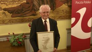 """Stanisław Karnacewicz  Alina Petrowa-Wasilewicz laureatką Nagrody Dziennikarskiej """"Ślad"""" im. Biskupa Jana Chrapka fot. ŚWIECZAK"""