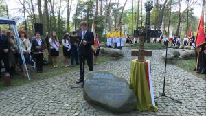 """Zbigniew Szczepaniak Prezydent Otwocka Uroczystości pod pomnikiem """"Katyń 1940"""" w Otwocku fot. ŚWIECZAK"""