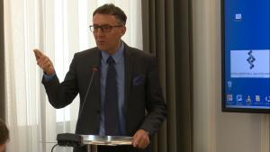 """prof. dr hab. Marek Chmaj, Konferencja pt. """"Efektywność działania samorządu terytorialnego – uwarunkowania prawne i społeczne"""" fot. ŚWIECZAK"""